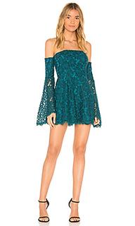 Платье со спущенными плечами adelis - NBD