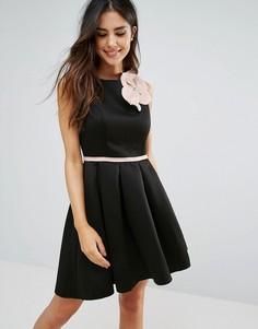 Короткое приталенное платье с корсажным цветком City Goddess - Черный