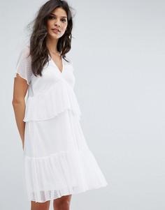 Сетчатое свободное платье в горошек с ярусными оборками River Island - Белый