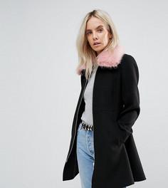 Приталенное пальто с воротником из искусственного меха ASOS PETITE - Черный
