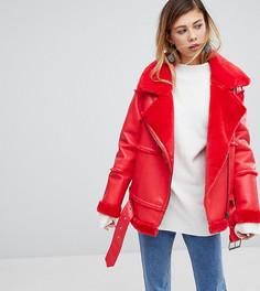 Байкерская куртка из искусственной кожи и меха Monki - Красный