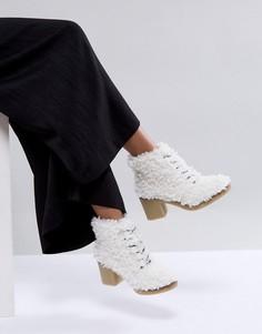 Премиум-ботинки с искусственной овечьей шерстью ASOS WHITE WISTERIA - Кремовый