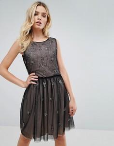 Платье с шифоновым верхним слоем и отделкой в виде звезд Amy Lynn - Черный