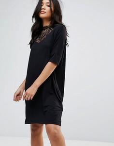 b0e07540cf2 Свободное платье с кружевной вставкой и высоким вырезом Y.A.S Busy - Черный