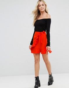 Мини-юбка с оборками и поясом сбоку Boohoo - Красный