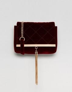 Бархатная стеганая сумка через плечо с золотистой кисточкой Lipsy - Красный