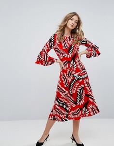 Платье миди с принтом перьев и рукавом-крылышком Traffic People - Красный