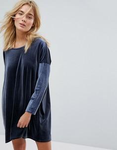 Свободное бархатное платье Weekday - Темно-синий