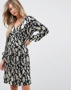 Платье с запахом и узором металлик Vero Moda - Мульти