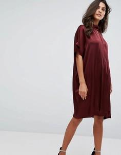 Атласное платье с высоким воротом Y.A.S - Коричневый