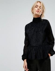 Блузка с бархатистой отделкой и оборкой Gestuz - Черный