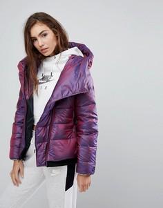 Короткая дутая куртка с асимметричной молнией Nike - Фиолетовый