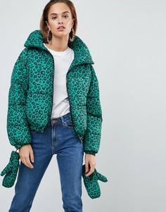 Дутая куртка с леопардовым принтом и варежками ASOS - Зеленый