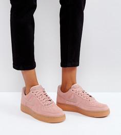 Розовые замшевые кроссовки с каучуковой подошвой Nike Air Force 1 07 - Розовый
