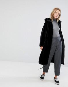 Пальто из искусственного меха с молнией Monki - Черный