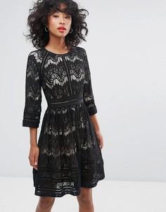 Короткое приталенное платье с кружевом Liquorish - Черный