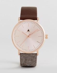 Часы с розово-золотистым корпусом и узором в елочку на ремешке ASOS - Коричневый