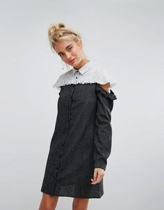 Контрастное платье-рубашка в полоску с открытыми плечами и оборкой Willow And Paige - Синий