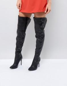 Сапоги-ботфорты на каблуке с эффектом змеиной кожи PrettyLittleThing - Черный