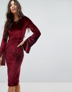 Бархатное платье-футляр миди с разрезами на рукавах Outrageous Fortune - Красный