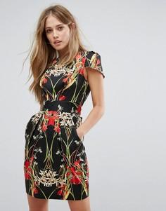 Темное платье-футляр с цветочным принтом и складками Closet London - Мульти