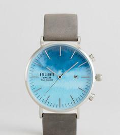 Часы с серым замшевым ремешком Reclaimed Vintage Inspired Sky эксклюзивно для ASOS - Серый