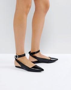 Лакированные туфли на плоской подошве с пряжками и ремешками на щиколотках New Look - Черный