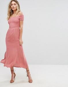Платье с разрезами по бокам и открытыми плечами River Island - Розовый
