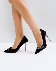 Туфли на каблуке с острым носом и отделкой камнями Carvela - Черный