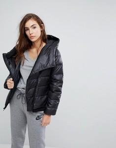Короткая дутая куртка с асимметричной молнией Nike - Черный