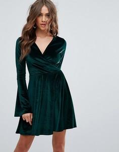 Короткое приталенное платье с рукавами клеш Club L - Зеленый