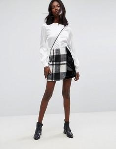 Клетчатая юбка мини с виниловой вставкой ASOS - Черный
