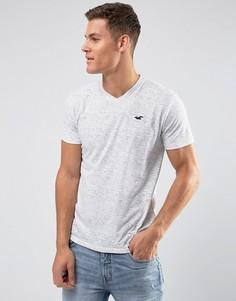 Серая футболка узкого кроя с V-образным вырезом и логотипом Hollister - Серый