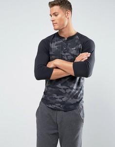 Черная приталенная футболка хенли с камуфляжным принтом и рукавами 3/4 Hollister - Черный