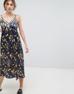 Атласное платье макси с бретельками и принтом Lost Ink - Мульти