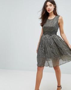Приталенное платье с эффектом металлик Amy Lynn - Кремовый