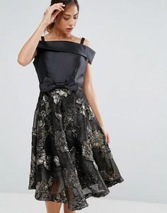 Короткое приталенное платье с открытыми плечами и жаккардовой юбкой Amy Lynn - Черный