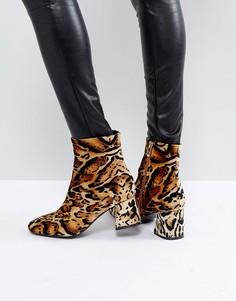 Ботинки на блочном каблуке с леопардовым принтом PrettyLittleThing - Мульти