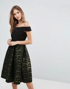 Платье с открытыми плечами и плиссированной юбкой Closet - Мульти