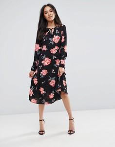 Черное платье с цветочным принтом и завязкой Ax Paris - Черный