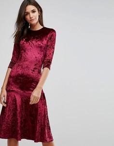 Бархатное платье миди с оборкой на подоле Club L - Красный