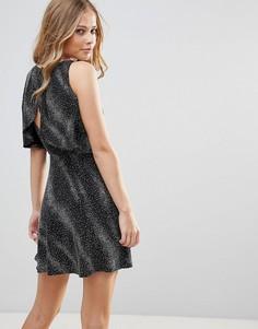 Короткое приталенное платье с открытой спиной Oh My Love - Черный