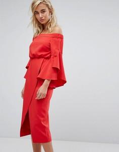 Платье миди с открытыми плечами и оборками на рукавах Lavish Alice - Красный