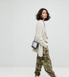 Камуфляжные брюки в стиле милитари с эффектом кожи питона Reclaimed Vintage - Зеленый