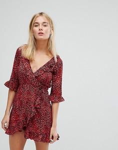 Платье с леопардовым принтом, запахом и оборками Motel - Черный