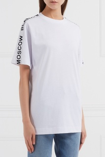 Белая футболка с логотипами Blank.Moscow
