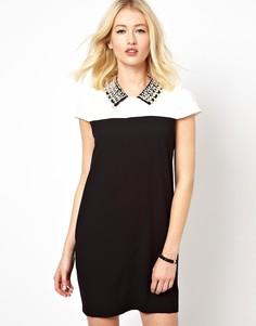 Цельнокройное платье с декорированным воротником Beloved - Черный