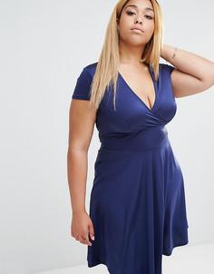 Платье с глубоким вырезом спереди и короткими рукавами Club L Plus - Темно-синий