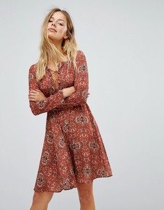Короткое приталенное платье с принтом Glamorous - Рыжий
