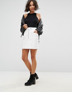 Виниловая мини-юбка с декоративными строчками ASOS - Белый